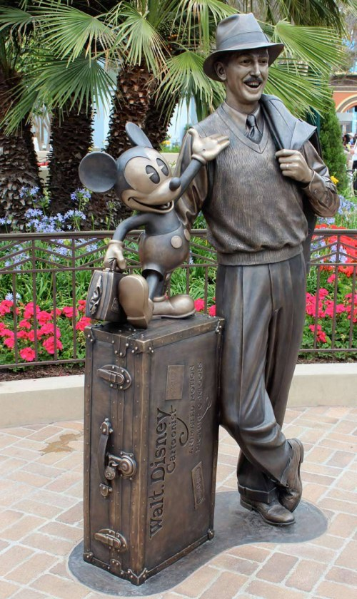 Carthay-Circle-Walt-Disney-Mickey-Mouse-Statue