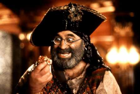 bob-hoskins-as-smee hook