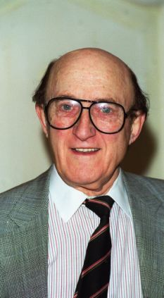 RON MOODY British Actor Attending the Variety Club Christmas Luncheon in honour of Sir Cliff Richard. Universal Pictorial Press Photo UGL 015668/A-04     08.12.1998